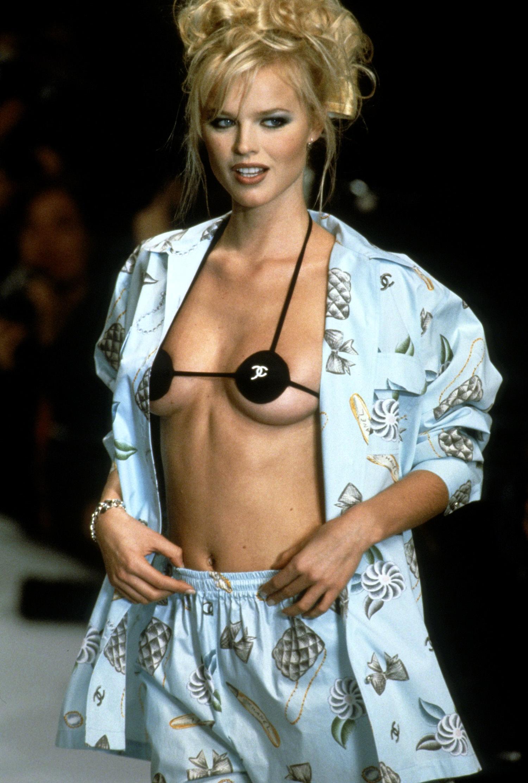 Мини-бикини в коллекции Chanel Spring/Summer 1996