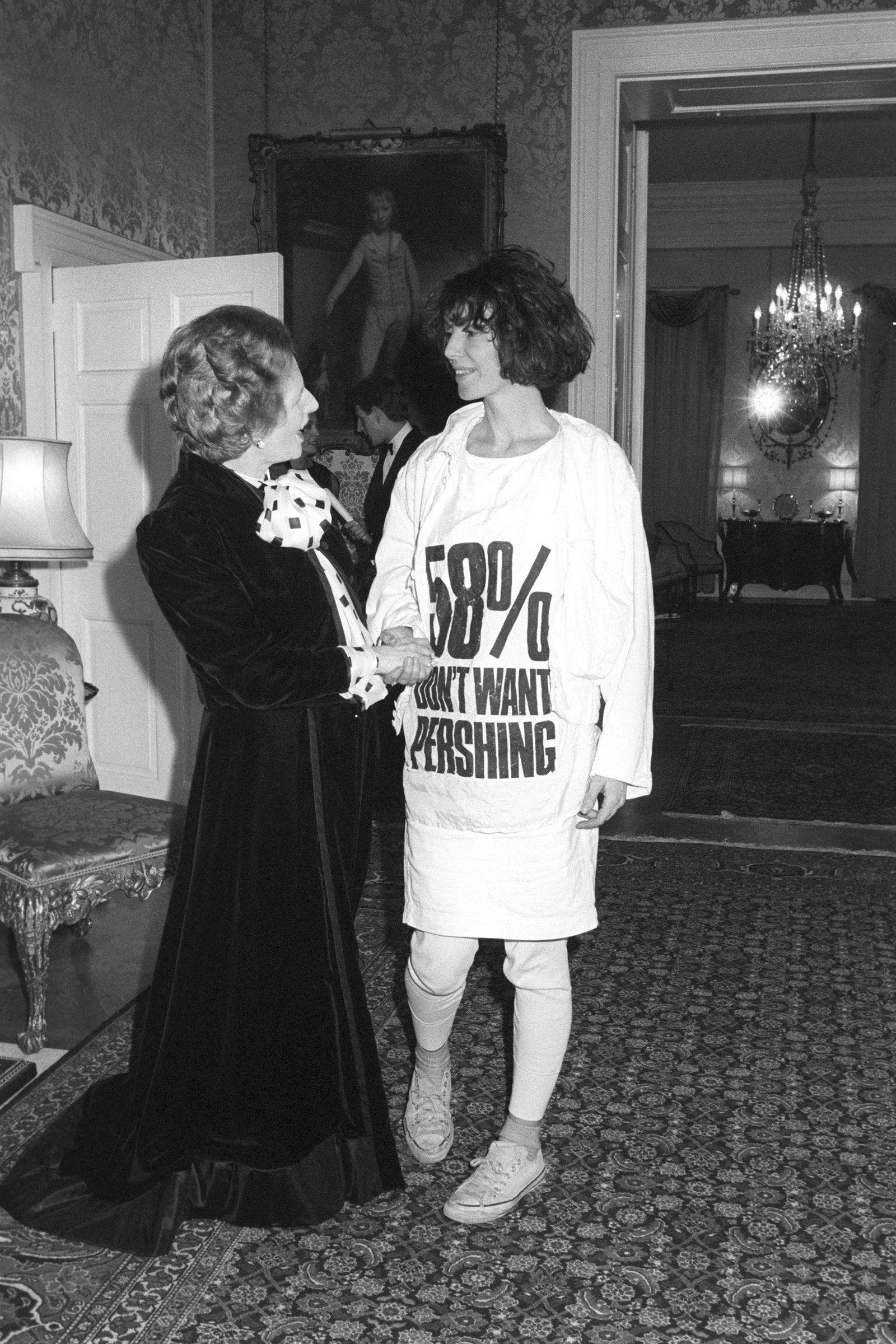 Маргарет Тэтчер и Кэтрин Хэмнетт — история футболки как символа протеста