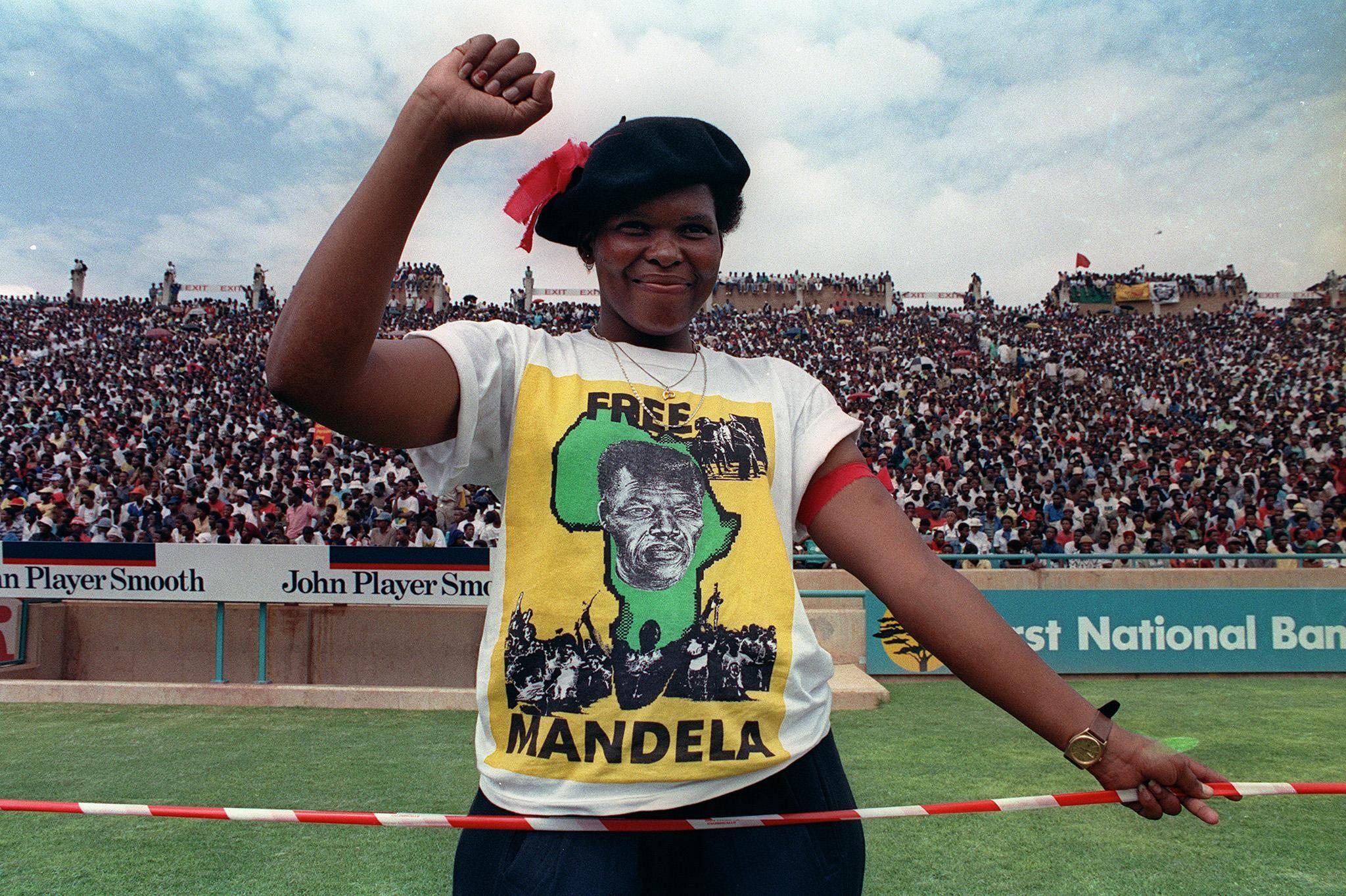 Футболка с призывом освободить Нельсона Манделу — история футболки как символа протеста
