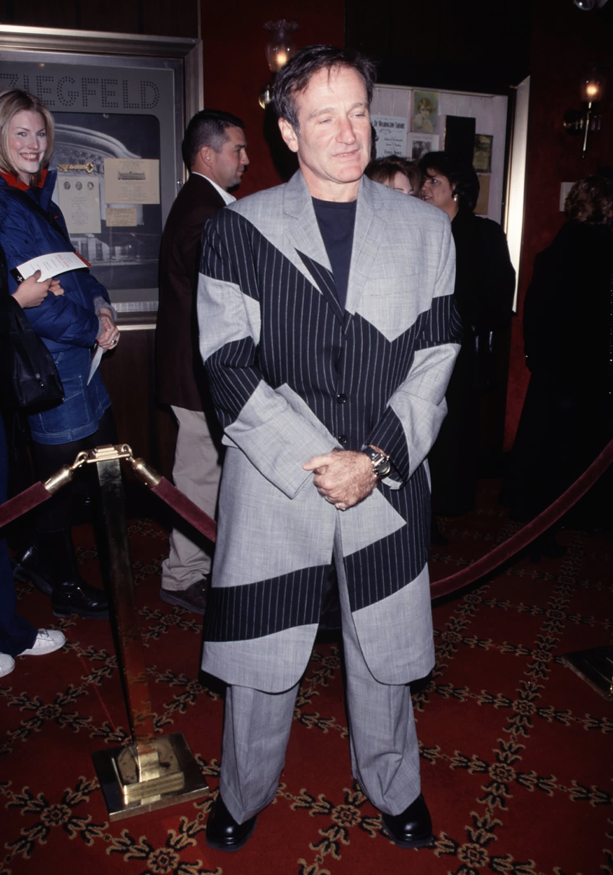 Робин Уильямс в японском костюме на премьере Целитель Адамс