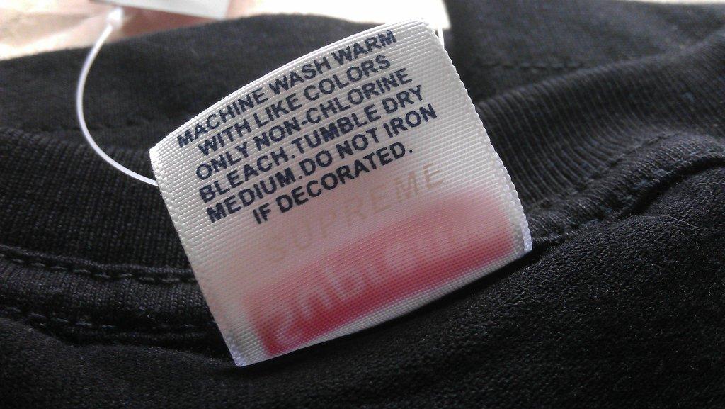 Водяной знак на поддельной футболке Supreme