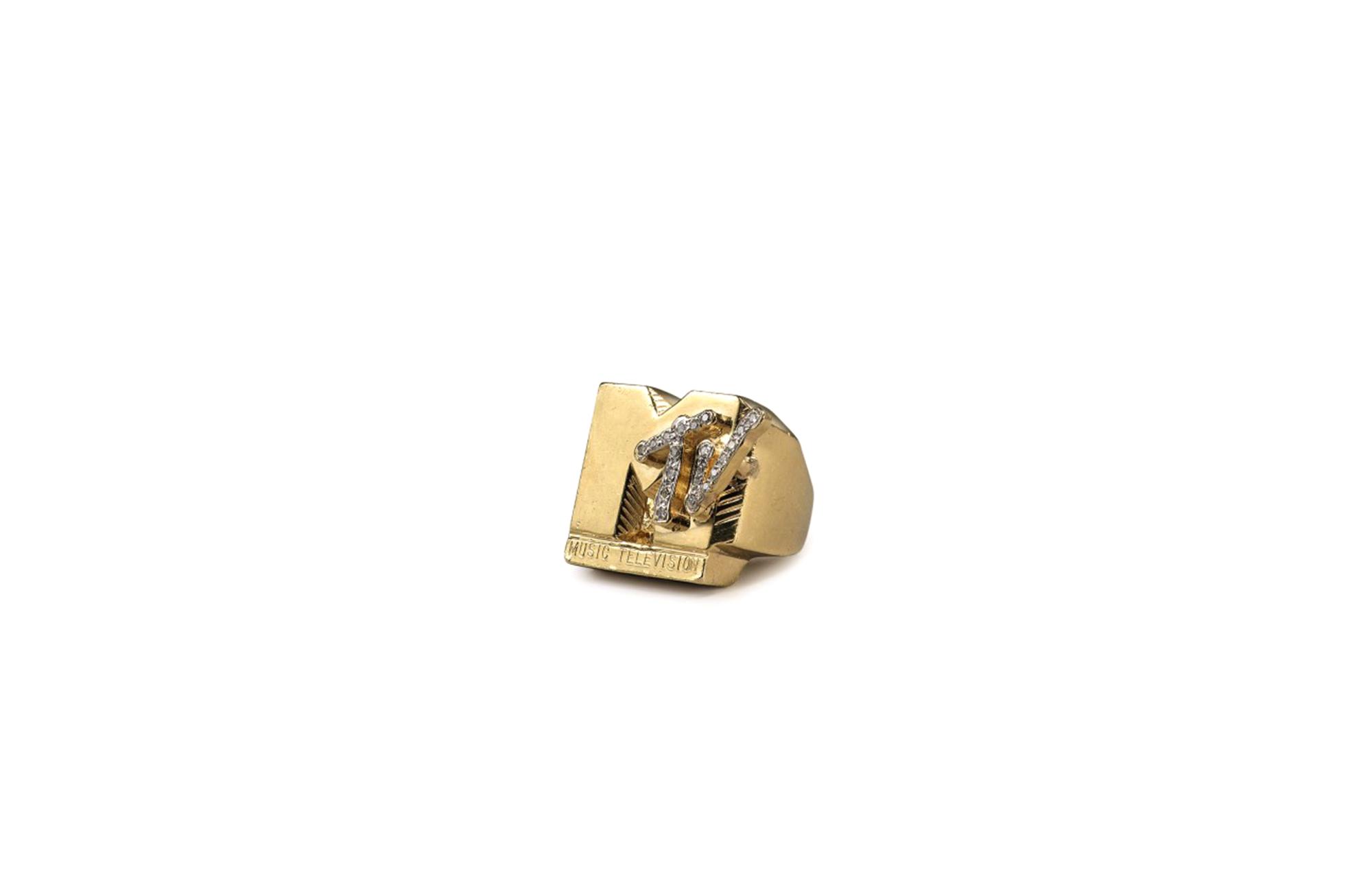 Кольцо «MTV» Fab 5 Freddy - хип-хоп-аукцион Sotheby's