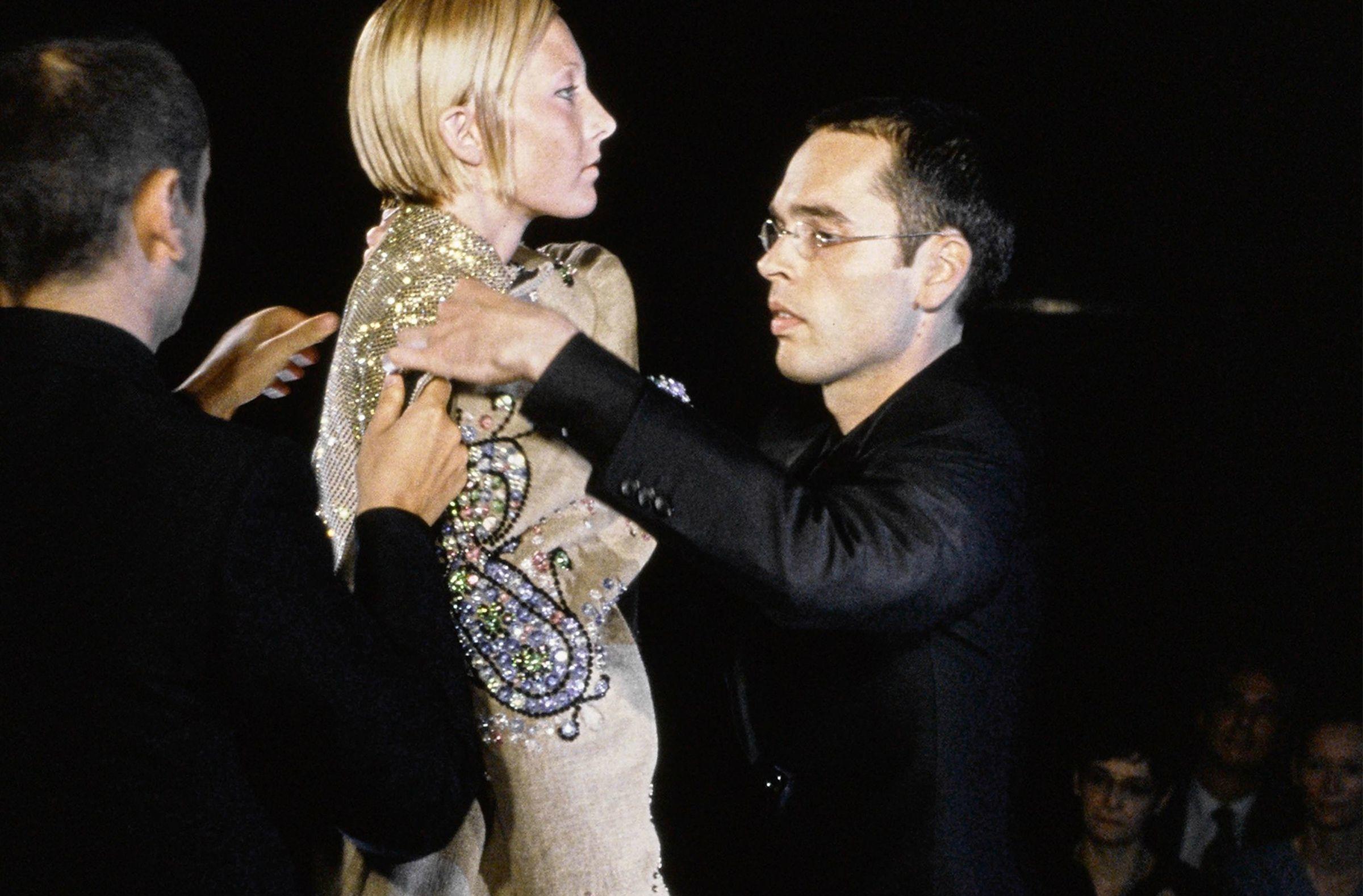 Viktor & Rolf Fall/Winter 1999 Couture – самые необычные модные показы в статье по ссылке