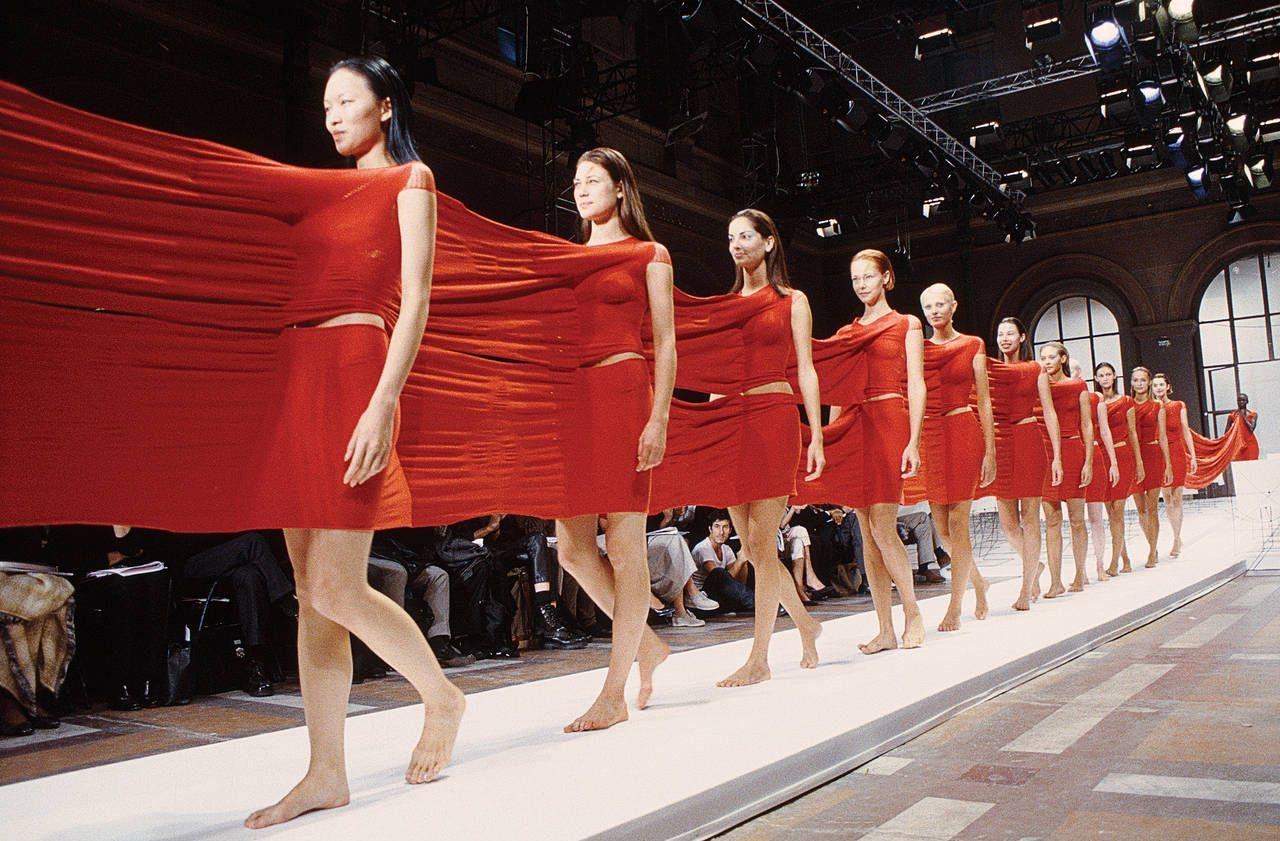 Issey Miyake Spring/Summer 1999 – 11 самых необычных модных показов