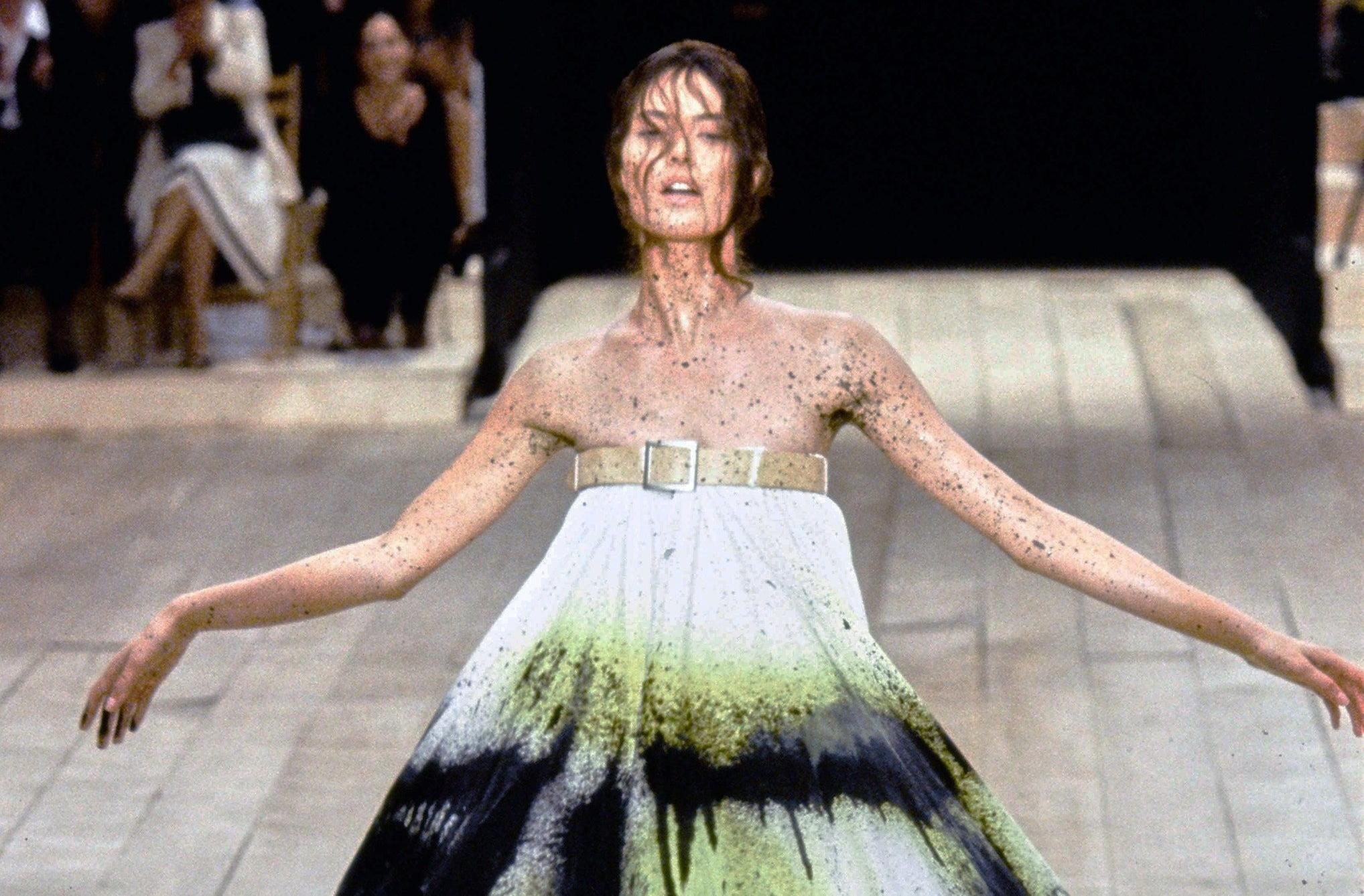 Работа модели на модном показе 6 букв марина мусиенко