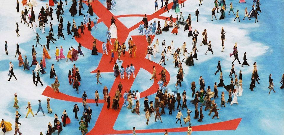 Шоу Yves Saint Laurent на футбольном стадионе, 1998
