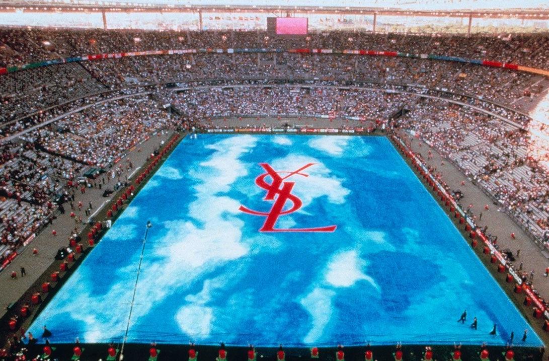 Yves Saint Laurent 1998 - 11 самых необычных модных показов