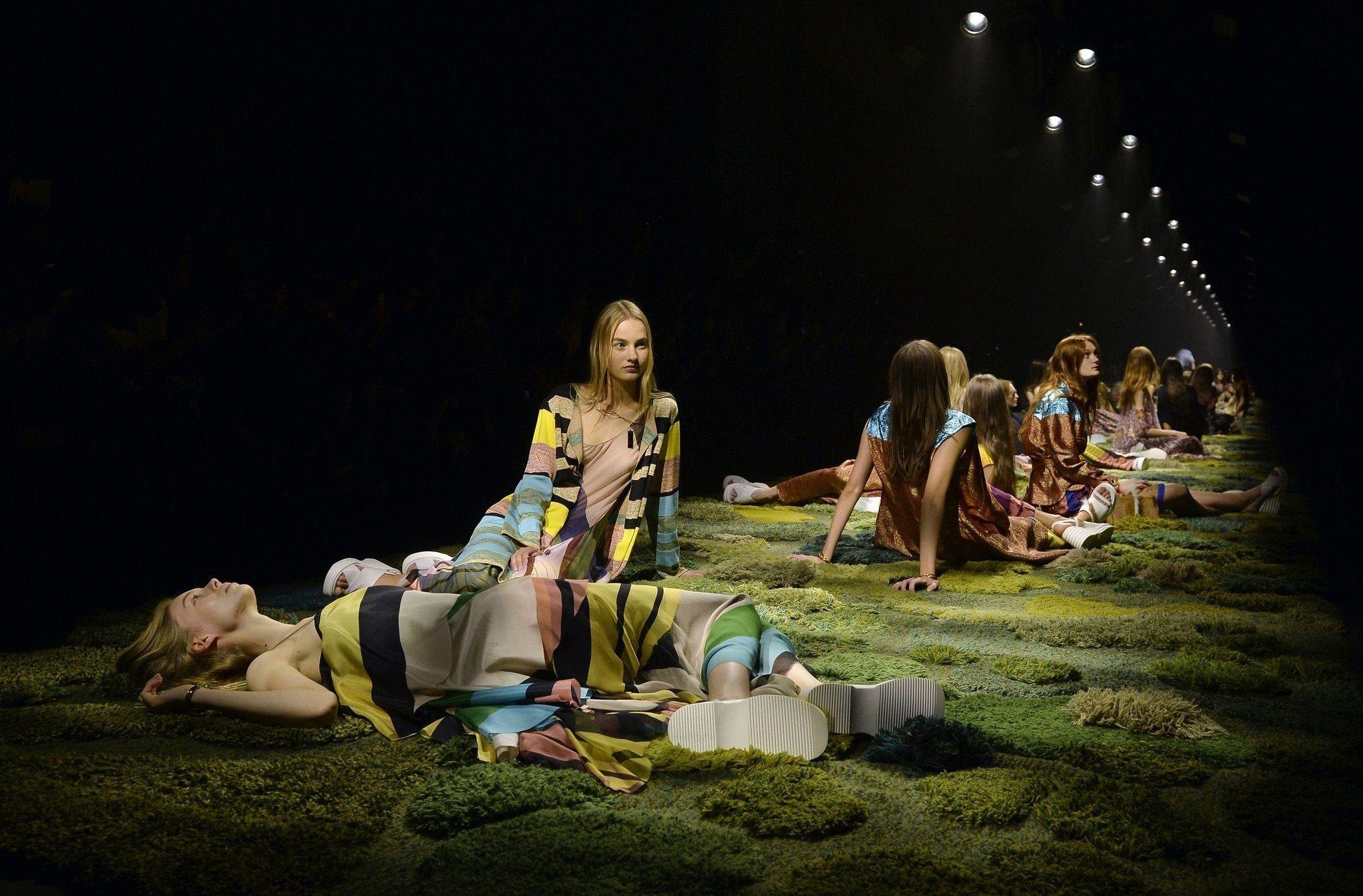 Шоу Dries Van Noten Spring/Summer 2015