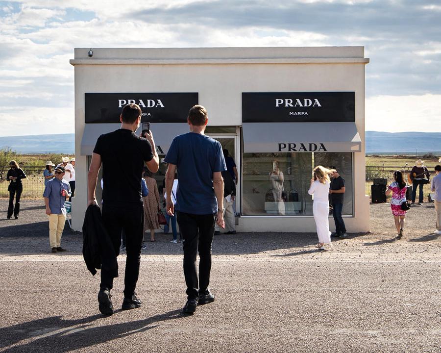 Элмгрин и Драгсет вернулись к Prada Marfa в 2019 году