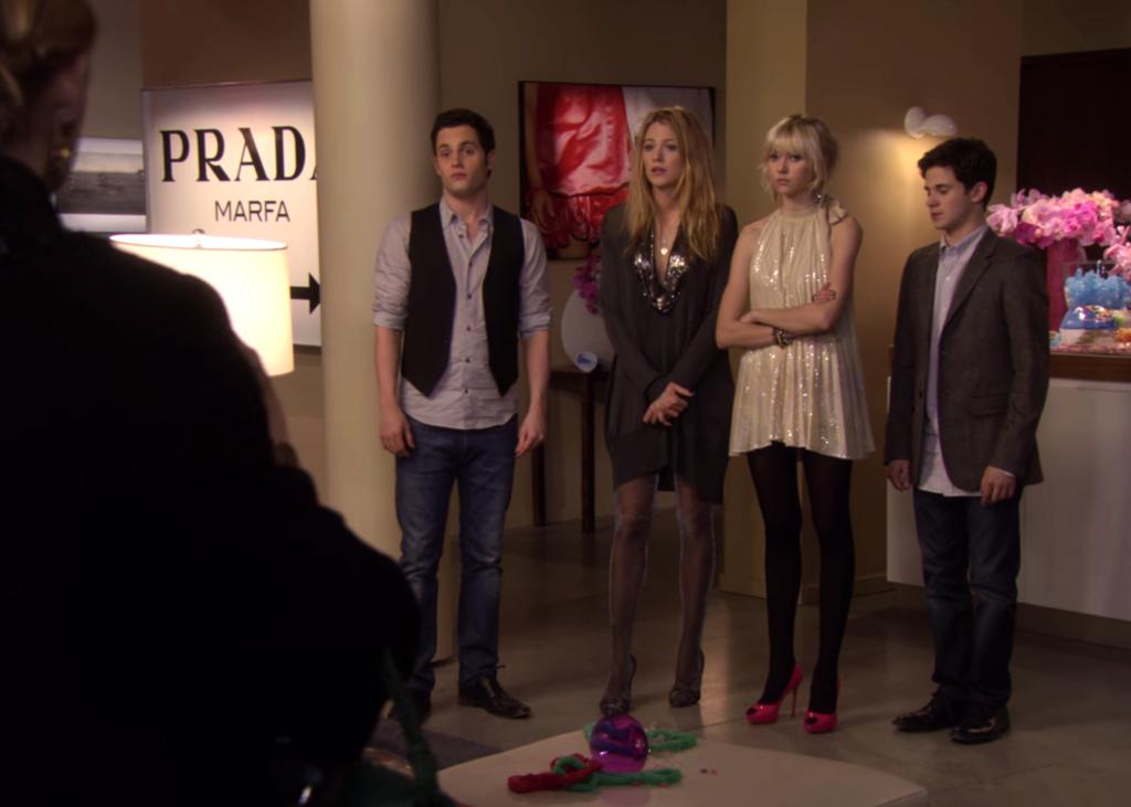 Вывеска Prada Marfa в сериале Сплетница