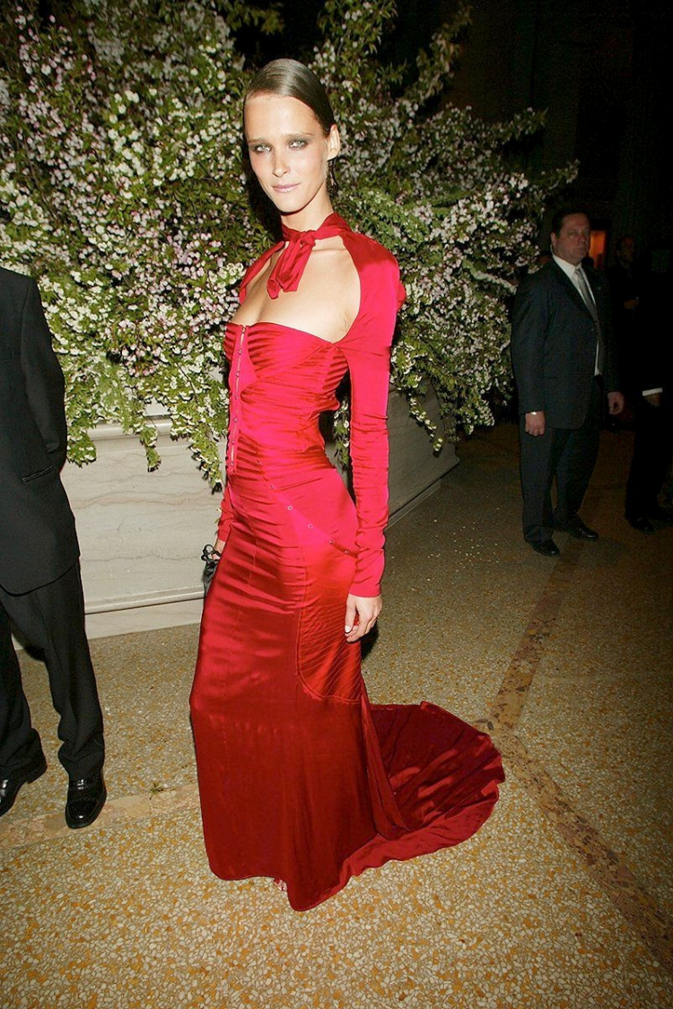 Met Gala 2003: «Goddess: The Classical Mode» Кармен Касс