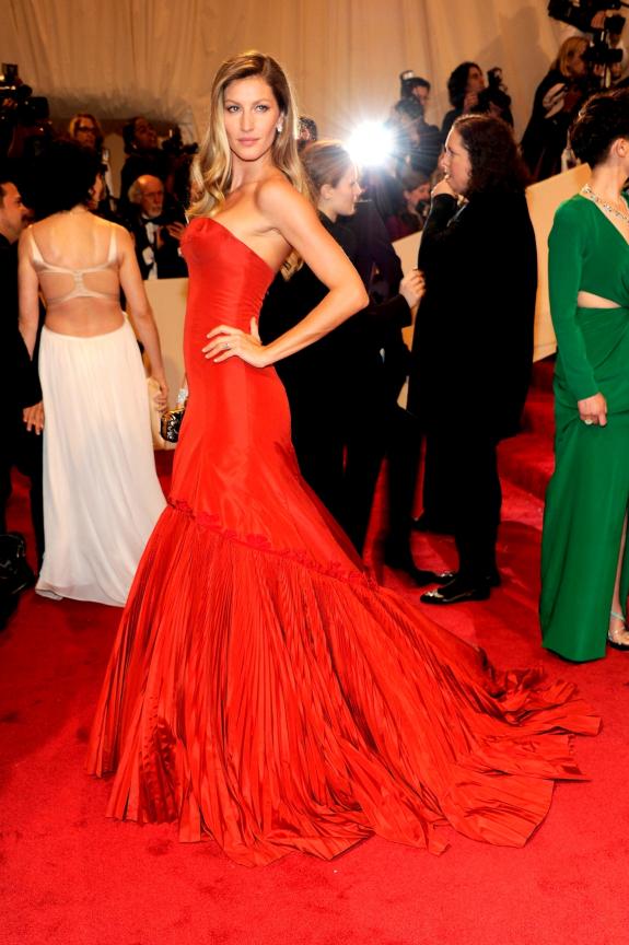 Met Gala 2011: «Alexander McQueen: Savage Beauty» Жизель Бюндхен