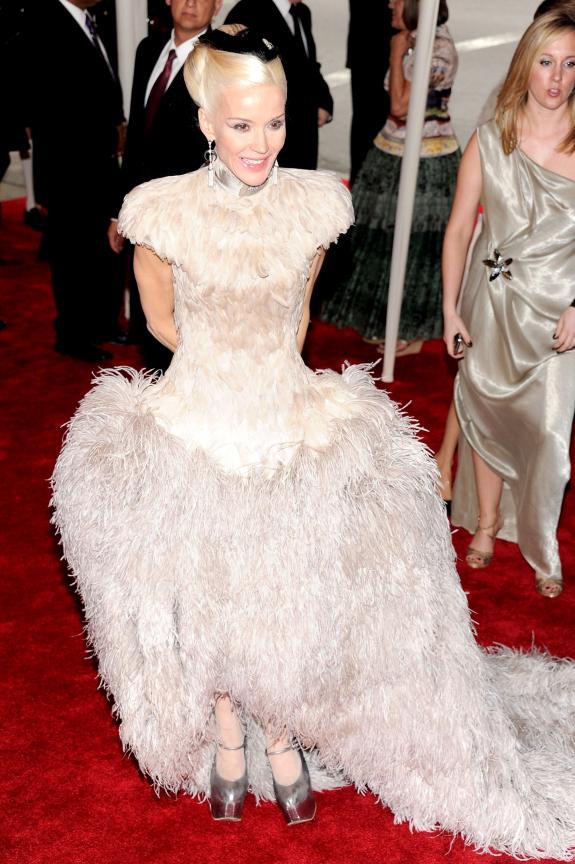 Met Gala 2011: «Alexander McQueen: Savage Beauty» Дафна Гиннесс