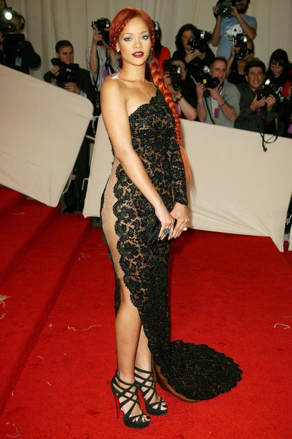 Met Gala 2011: «Alexander McQueen: Savage Beauty» Рианна